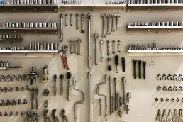 Das Werkzeug einer Bordcrew fotografiert auf einem Onlocationshooting in Zürich Kloten