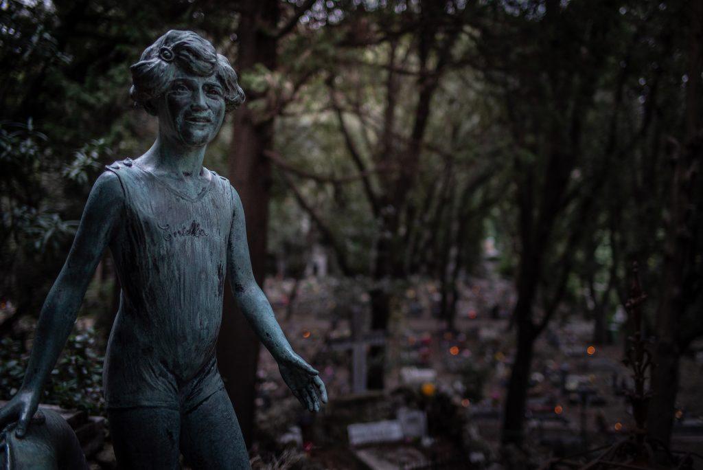 Ein herbstlicher Spaziergang in dem monumentalen Friedhof in Genua
